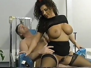 Gym training there Titziana aka Tiziana Redford aka. Gina Colany