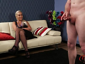 Glum blonde Scarlett Jackson enjoys watching a coxcomb masturbate