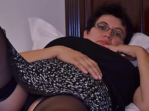 Horny Houswife Gettin' All Miasmic - MatureNL