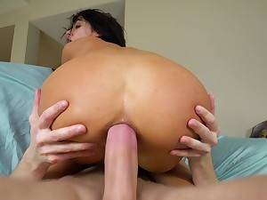Deep anal suits this hot babe with exclusive orgasms