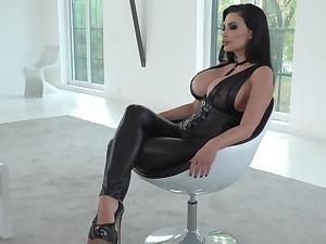 Bottom fetish scene