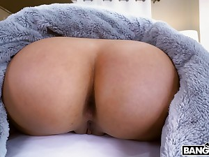 Aroused Latina gets her hands on a proper BBC