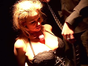 Insatiable Kelly Madison is deprived of a kinky sexual resign oneself to