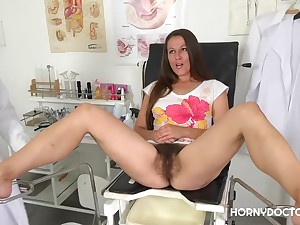 Valentina Ross Shows Her Hairy Pussy to Doctor
