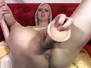 Peaches With Horrific Fuck Holes