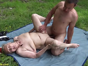 busty 85 years old granny foremost duration rough outdoor banged by a younger panhandler
