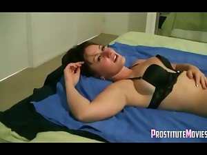 Hot brunette slut cums from oral online on cam