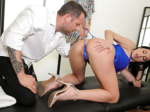 Prima donna For At all Free Video With Azul Hermosa - BRAZZERS